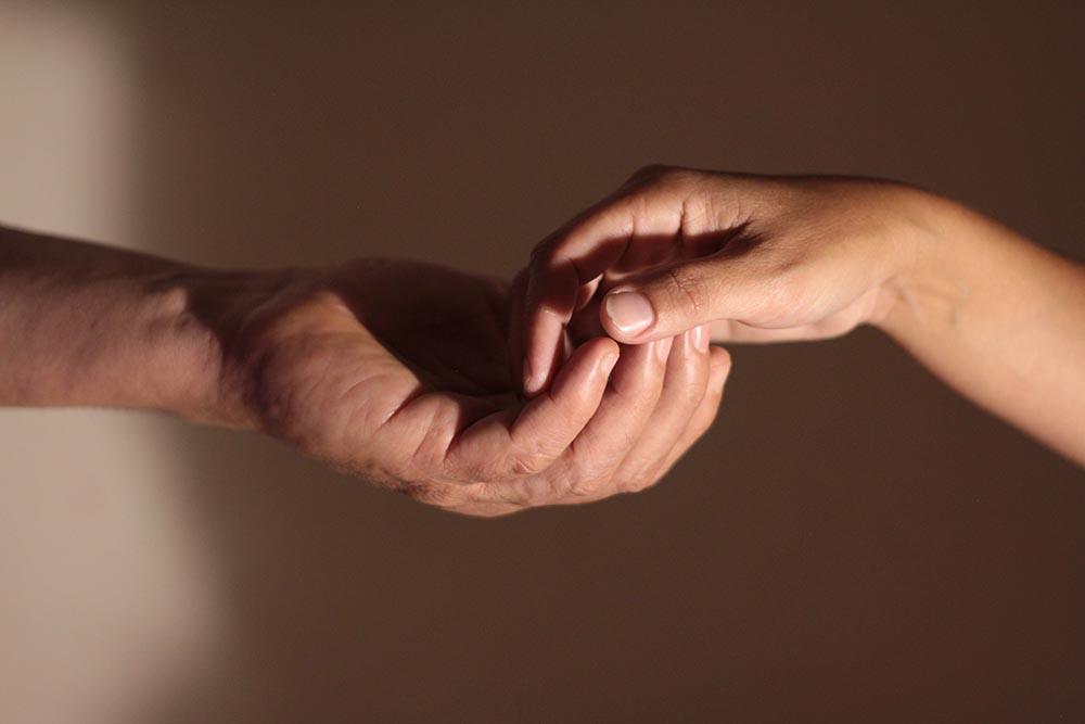 מגע ידיים